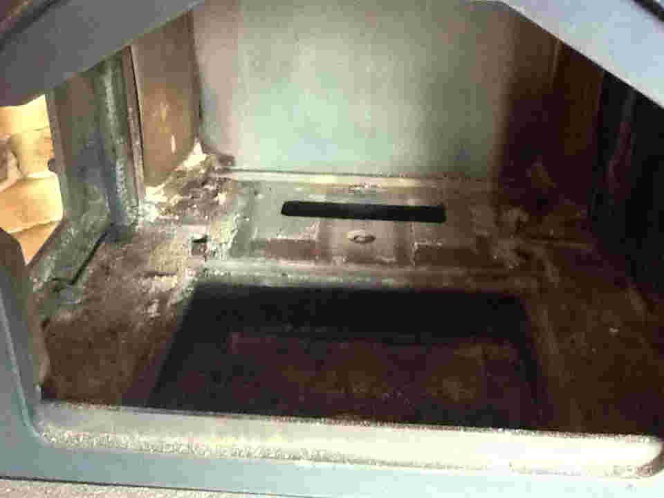 施工事例 薪ストーブメンテンス 燃焼室掃除後