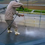 屋根瓦の塗装工事 洗浄作業